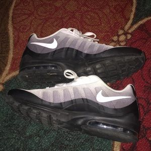 Nike Shoes - Nike Air Max invigor print - black/grey